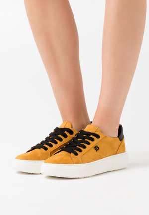 BLANES - Sneakers basse - amber yellow