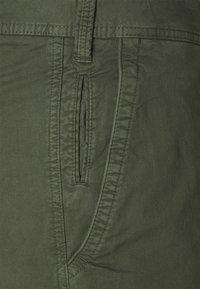 s.Oliver - Shorts - olive - 2