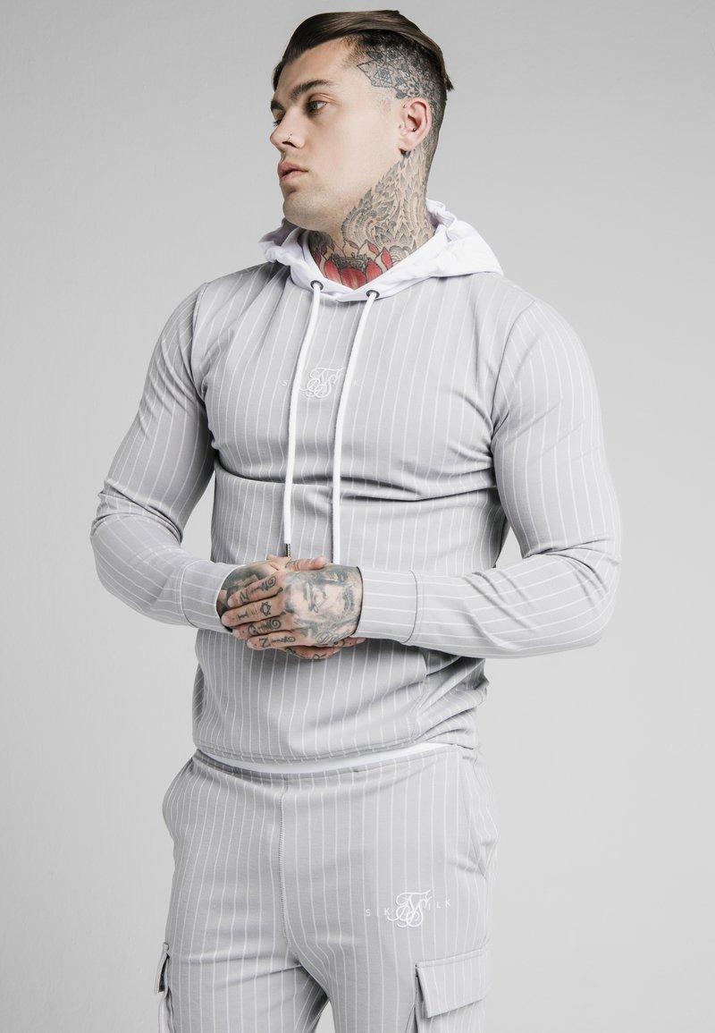 SIKSILK - DUAL STRIPE OVERHEAD HOODIE - Pitkähihainen paita - grey/white