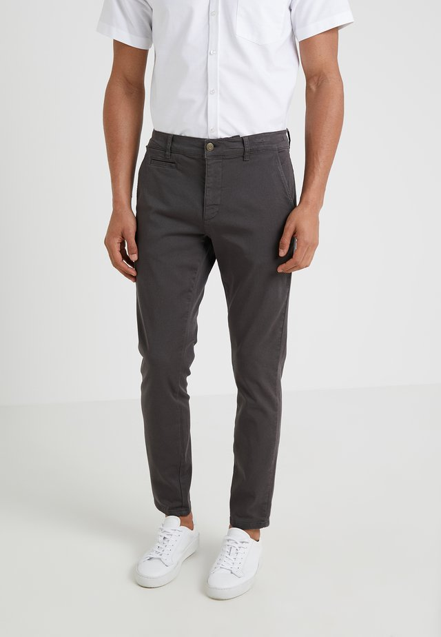 ORTA PANTS - Pantalones chinos - charcoal