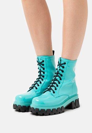 VEGAN LOZO - Kotníkové boty na platformě - green/turquoise