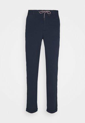 JJIMARCO JJSCOTTYO - Trousers - navy blazer