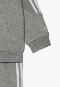 adidas Originals - OUTLINE HOODIE SET - Træningssæt - medium grey heather/white - 3