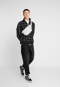 Topman - BLACKWINDOW PAIN TRACK TOP - Bluza - black - 1