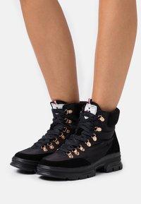 Les Tropéziennes par M Belarbi - CAKE - Lace-up ankle boots - noir - 0