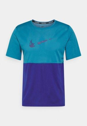 RUN - Print T-shirt - riftblue/deep royal blue/blue void