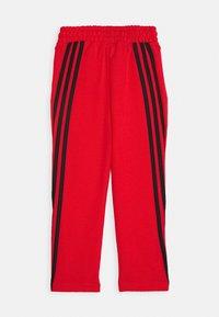 adidas Performance - STRIPES ATHLETICS SPORTS REGULAR PANTS UNISEX - Pantalones deportivos - hirere/black - 1