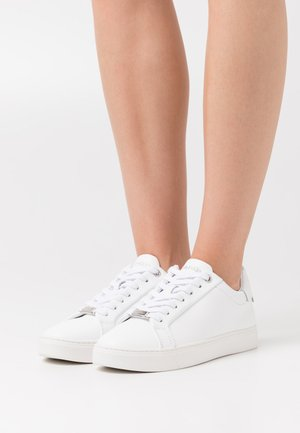 CUPSOLE LACE UP LOGO - Trainers - triple white