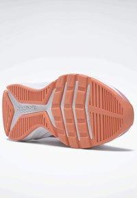 Reebok - REEBOK XT SPRINTER SLIP-ON SHOES - Stabilty running shoes - pink - 4