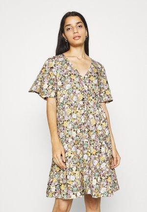 OBJJASIA V-NECK DRESS  - Korte jurk - sandshell