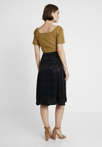 Missguided - CHECK SQUARE NECK CROP - Blůza - yellow - 2