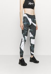 Reebok - WORKOUT READY PRINTED LEGGINGS - Punčochy - black - 0