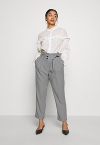 Miss Selfridge Petite - CHECK PAPERBAG TROUSER - Trousers - black - 1