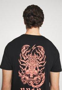 YOURTURN - UNISEX  - Print T-shirt - black - 5