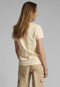 Nümph - Print T-shirt - brazillian sand - 1