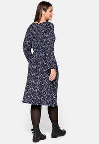 Sheego - Jersey dress - lila bedruckt - 2