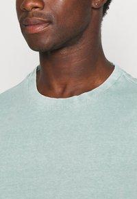 s.Oliver - T-shirt basic - light green melange - 5