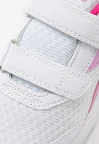 Diadora - EAGLE 3  - Neutral running shoes - white/beetroot pink - 2