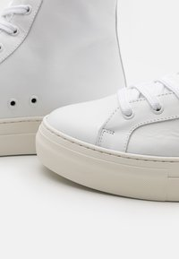 Selected Homme - SLHDAVID CHUNKY TRAINER  - High-top trainers - white - 5