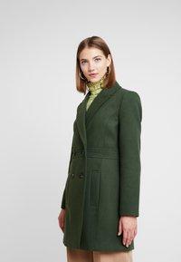 Miss Selfridge - GEORGIA PEA COAT UPDATED - Wollmantel/klassischer Mantel - khaki - 0