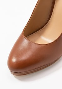 MICHAEL Michael Kors - ETHEL - High heels - luggage - 2