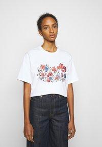 Victoria Victoria Beckham - EMBROIDERED FLORAL LOGO - Print T-shirt - white - 0
