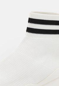 Pier One - Korkeavartiset tennarit - white - 5