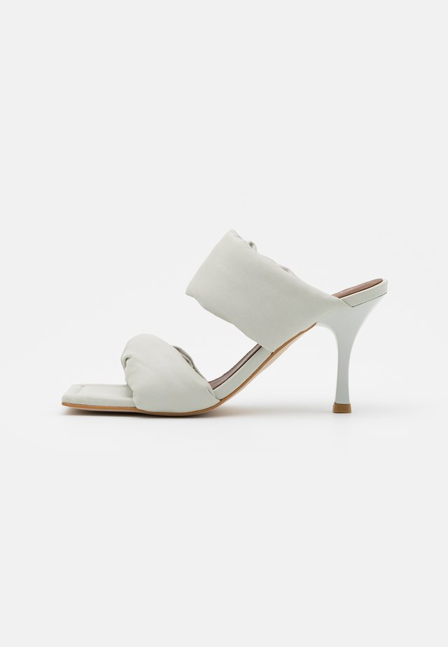 TWIST STRAP - Heeled mules - white
