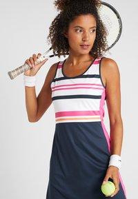 Fila - DRESS AUDREY - Sportovní šaty - peacoat blue/fuchsia purple - 4
