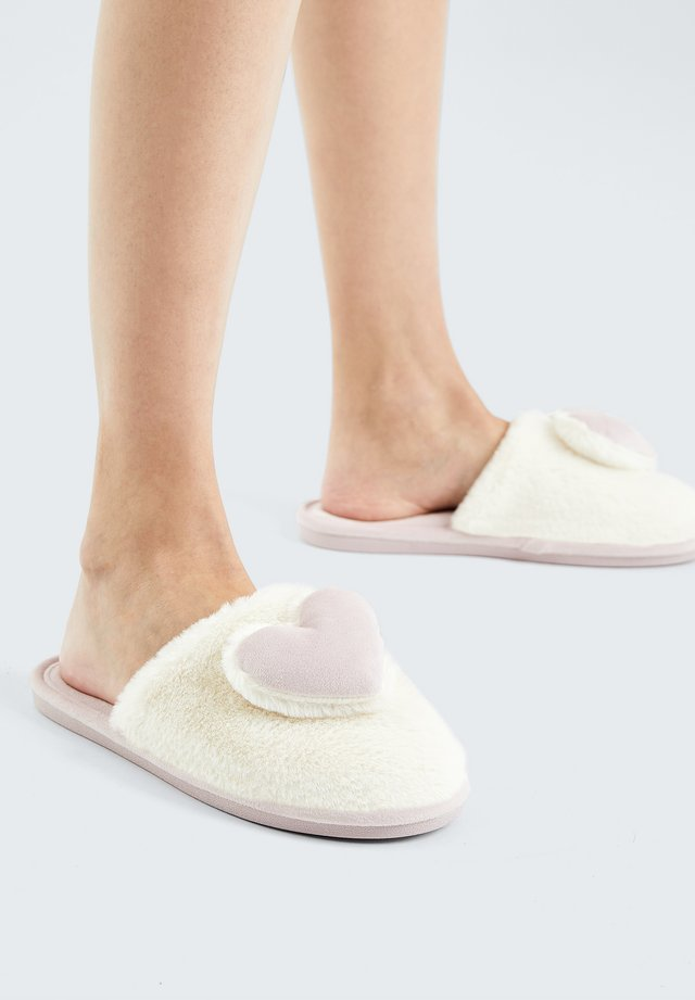 HEART - Chaussons - white