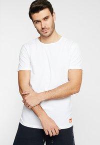 Superdry - SLIM TEE 3 PACK - T-shirt basique - laundry white - 1