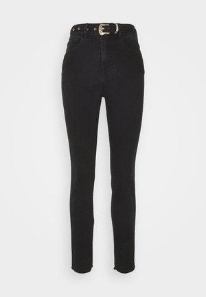 PCROSIE SLIM ANK WESTERN BELT - Jeans slim fit - black
