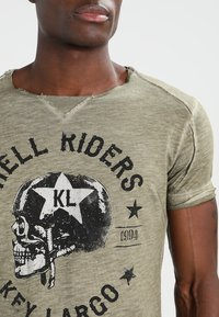 Key Largo - HELL RIDERS - Print T-shirt - khaki - 4
