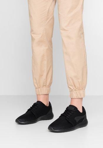 MUMPY - Sneakers - jet black