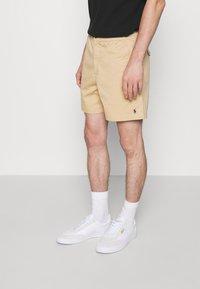 Polo Ralph Lauren - 6-INCH POLO PREPSTER TWILL SHORT - Shortsit - beige - 0