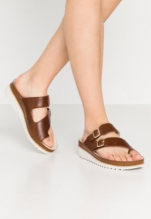 Sandaler m/ tåsplit - peanut