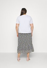 Calvin Klein Jeans Plus - SHINE BADGE TEE - Basic T-shirt - bright white - 2
