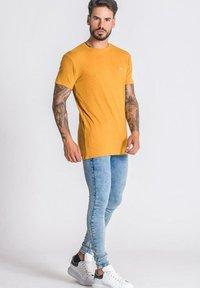 Gianni Kavanagh - T-shirt basique - gold - 1