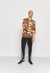 adidas Performance - ZNE CREW - Sweatshirt - brown - 1