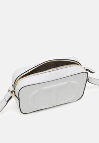 TWINSET - TRACOLLA - Across body bag - bianco ottico - 3