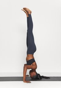 Filippa K - HIGH SEAMLESS LEGGING - Tights - coal - 3