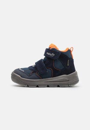 MARS - Vysoké tenisky - blau/orange