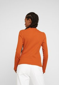 Monki - SAMINA - Langærmede T-shirts - orange dark solid - 2