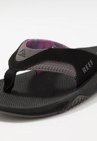 Reef - FANNING - Sandály s odděleným palcem - black/grey - 5