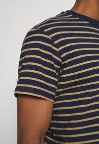 REVOLUTION - STRIPED - Print T-shirt - navy-mel - 4