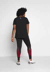 Active by Zizzi - AZIZZI LOGO - Camiseta estampada - black orange oil - 2