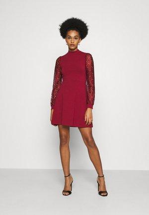 ONLMILLE LIFE - Robe en jersey - pomegranate