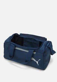 Puma - FUNDAMENTALS SPORTS BAG XS UNISEX - Sports bag - dark denim - 3