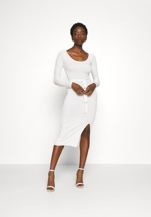 Knitted jumper midi dress with belt - Sukienka etui - off-white