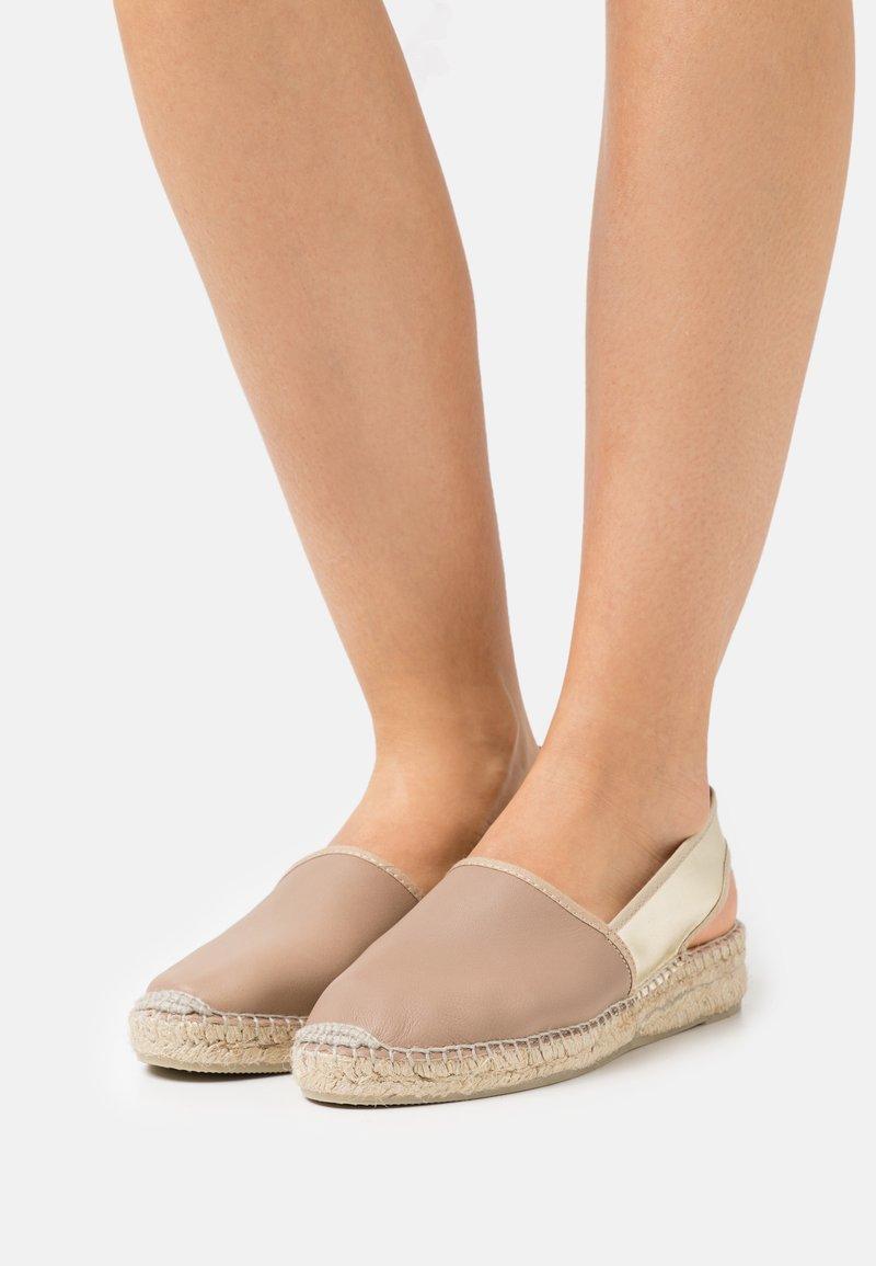Gaimo - Sandály na platformě - pharos taupe/oro platino